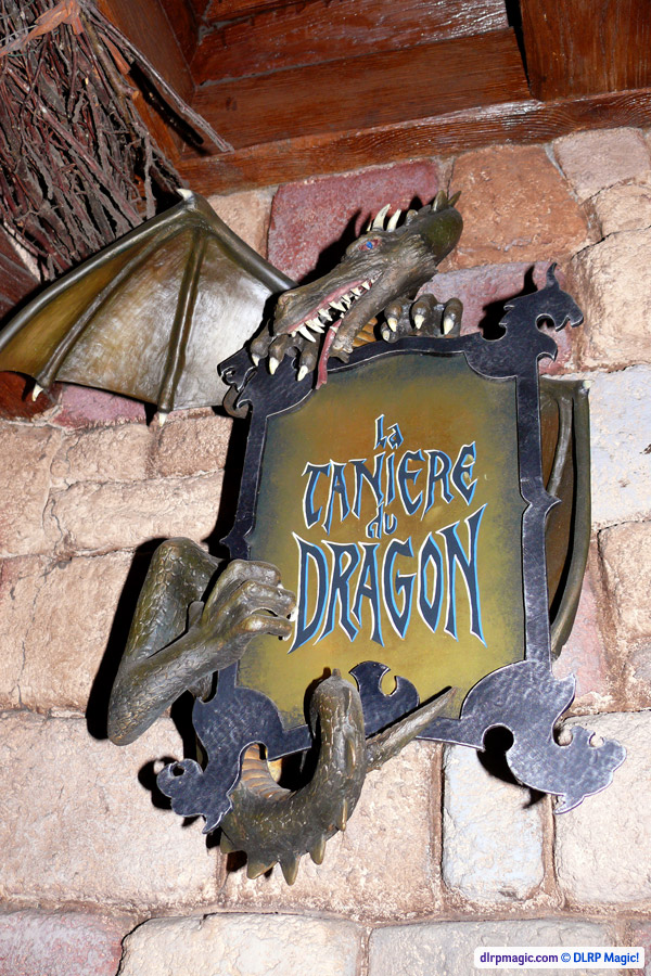 La Tani 232 Re Du Dragon Dlp Guide Disneyland Paris Guidebook