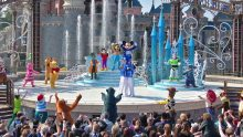 "Mickey presents ""Happy Anniversary Disneyland Paris"""