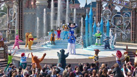 "Mickey presents ""Happy Anniversary Disneyland Paris"""